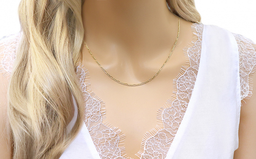2mm/0.08'' Gold Figaro Chain - IZ10260 - on a mannequin