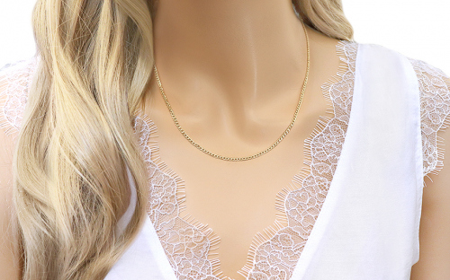 3mm/0.12'' Gold Curb Chain - IZ4353 - on a mannequin