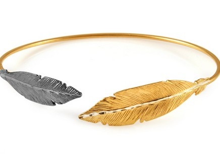 Gold plated 925 sterling silver hoop bracelet bi-colored feathers