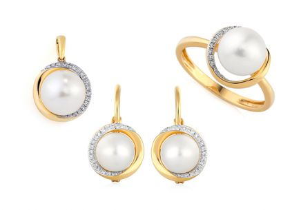 Gold Set with Pearls and Brilliants