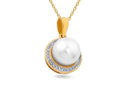 Pearl pendant with diamonds