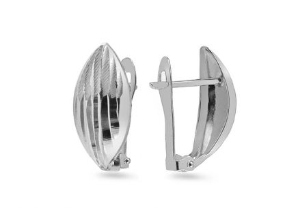 White gold earrings with pattern