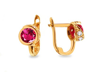 Gold girl´s earrings with pink stones