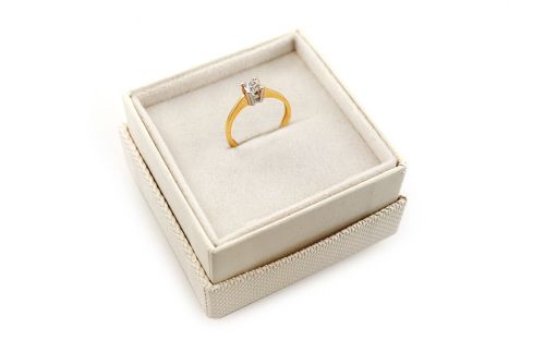 Engagement ring with cubic zirconia - IZ19204 - in a box