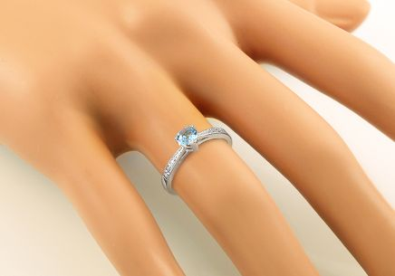 Engagement Ring with Topaz Heart and Diamonds Lailie white