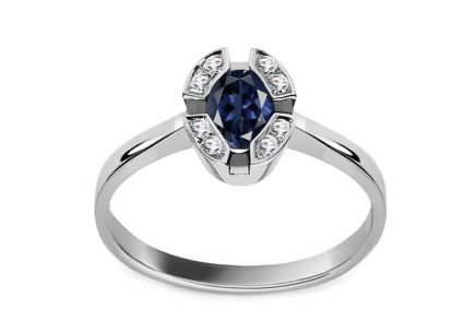 Gold Ring with Sapphire and Diamonds Maurea