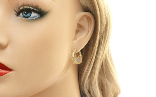 Gold round weaved earrings - IZ11389 - on a mannequin