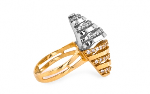 Gold ladies ring with cubic zirconia