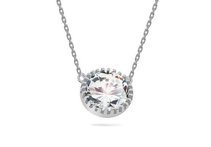 Necklace with solitaire stone