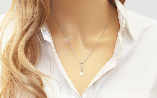 White Pearl pendant decorated with zirconia on 925Sterling Silver