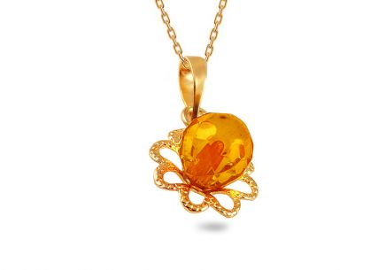 Gold pendant with an amber flower