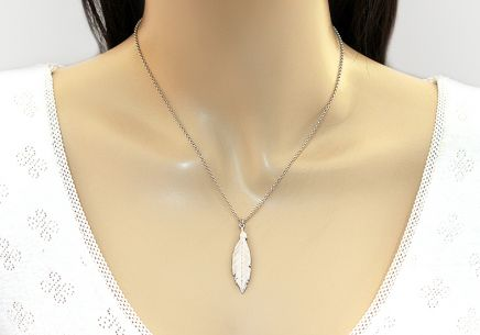 Rhodium plated 925Silver necklace with feather fashion - IS2516