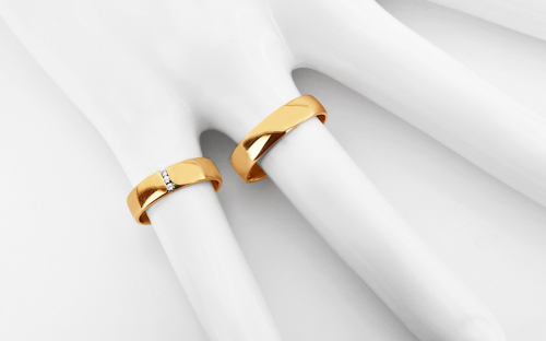 Wedding rings from yellow gold with cubic zirconia - RYOB080