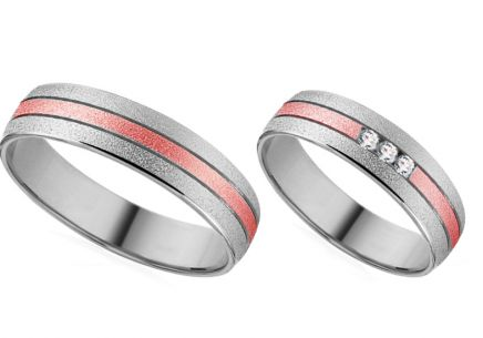 Wedding rings in white and rose gold with zircons