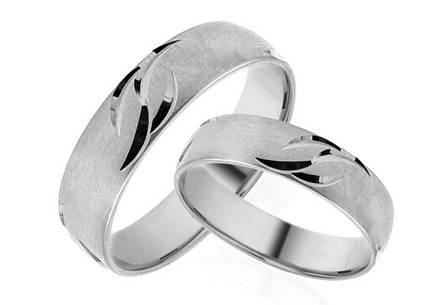 Wedding rings matt with engraved pattern width 5 mm
