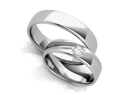 Unique wedding rings with heart diamond 0,100 ct width 5 mm